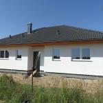 Zgrabny dom z tarasem