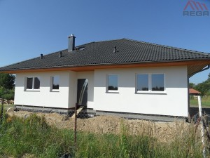 Et pent hus med terrasse